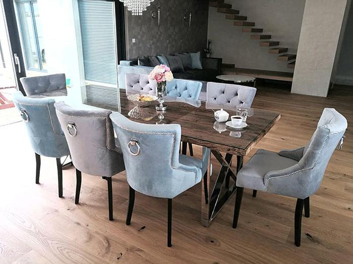 Krzesło z kołatką oraz listwą taicerską