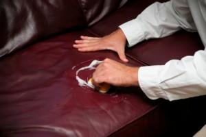czyszczenie sofy skórzanej